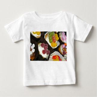 カップケーキの類別のベビーのTシャツ ベビーTシャツ