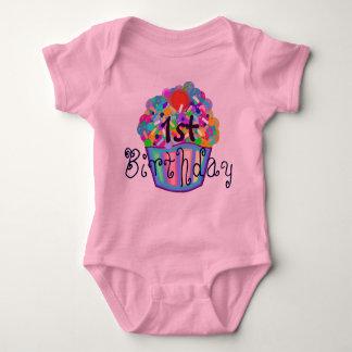 カップケーキはとの最初誕生日を振りかけます ベビーボディスーツ