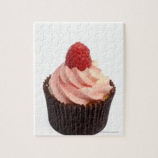 カップケーキはラズベリーのクリームおよび新しいのと越えました ジグソーパズル