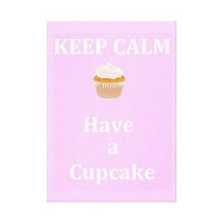 カップケーキを食べるために平静を-保って下さい キャンバスプリント