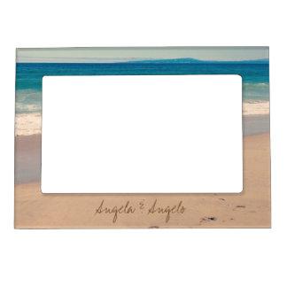 カップルのために名前入りなビーチ場面 マグネットフレーム