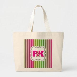 カップルのイニシャルは虹に一緒に寄添いました ラージトートバッグ