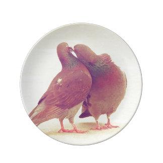 カップルの写真に接吻しているレトロハト愛鳥 磁器プレート