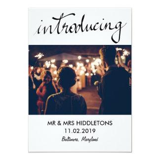 カップルの写真を結婚するシンプルな導入のタイポグラフィ カード