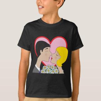 カップルの接吻 Tシャツ