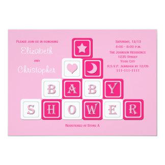 カップルの男女共学のベビーシャワーの招待状のピンクのブロック カード