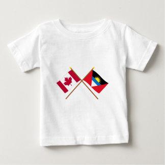 カナダおよびアンチグア及びバーブーダによって交差させる旗 ベビーTシャツ