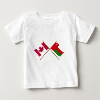 カナダおよびオマーンによって交差させる旗 ベビーTシャツ