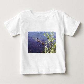カナダのガチョウ家族 ベビーTシャツ