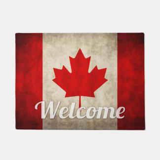 カナダのグランジな旗-レトロのカナダのカエデの葉 ドアマット