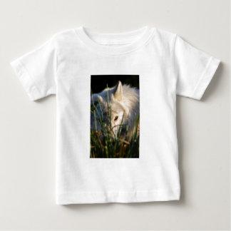 カナダの材木オオカミの乳児のTシャツ ベビーTシャツ
