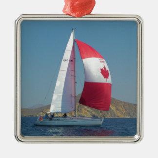 カナダのSpinnakerが付いている競争ヨット シルバーカラー正方形オーナメント
