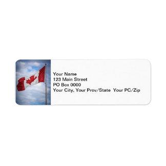 カナダ幸せな日の赤と白のカナダの旗 ラベル