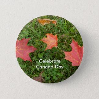 カナダ日の赤い秋のかえでの葉 5.7CM 丸型バッジ