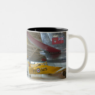 カナダ、アルバータ、エドモントン: アルバータの航空2 ツートーンマグカップ