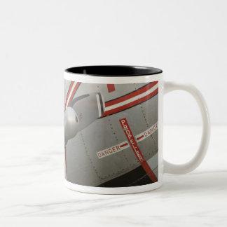 カナダ、アルバータ、エドモントン: アルバータの航空 ツートーンマグカップ