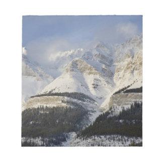 カナダ、アルバータ、バンフ国立公園。 眺めの ノートパッド