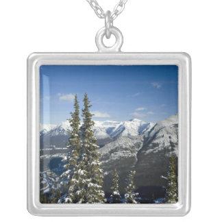 カナダ、アルバータ、Banff。 弓谷の眺め シルバープレートネックレス