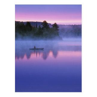 カナダ、オンタリオのAlgonguin公園、Canoeist ポストカード