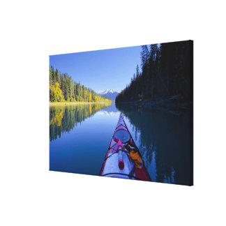 カナダ、ブリティッシュ・コロンビアのBowron湖 キャンバスプリント