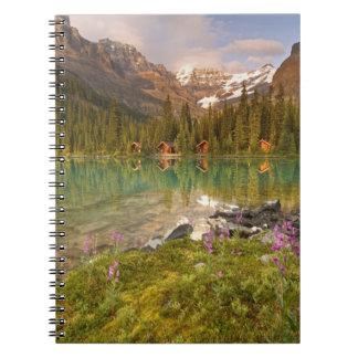 カナダ、ブリティッシュ・コロンビアのYohoの国立公園。 2 ノートブック