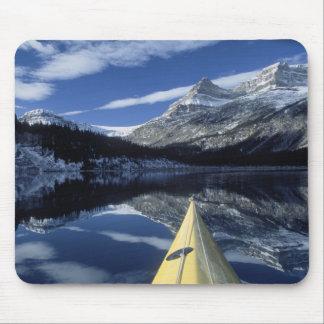 カナダ、ブリティッシュ・コロンビア、Banff。 カヤックの弓 マウスパッド