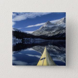 カナダ、ブリティッシュ・コロンビア、Banff。 カヤックの弓 5.1cm 正方形バッジ