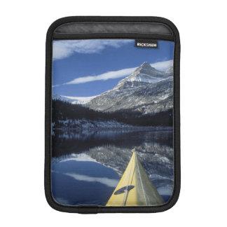 カナダ、ブリティッシュ・コロンビア、Banff。 カヤックの弓 iPad Miniスリーブ