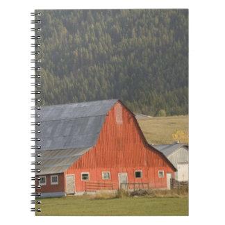 カナダ、ブリティッシュ・コロンビア、Enderby。 赤い納屋/ ノートブック