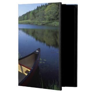 カヌーは少し長い池の海岸で休みます iPad AIRケース