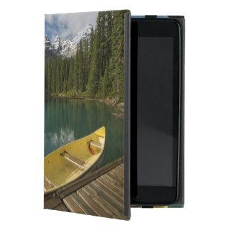 カヌーはmoraine湖、Banffに沿う波止場で駐車しました iPad Mini ケース