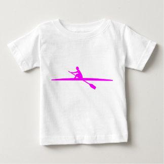 カヌーをこぐこと-マゼンタ ベビーTシャツ