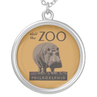 カバのヴィンテージWPAの動物園ポスターフィラデルヒィア シルバープレートネックレス