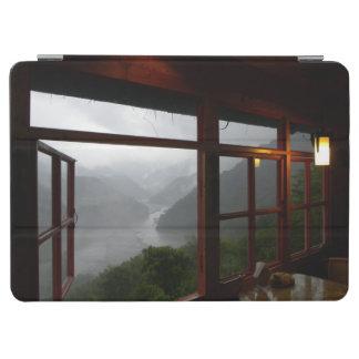 カフェからの谷の景色を見ること iPad AIR カバー