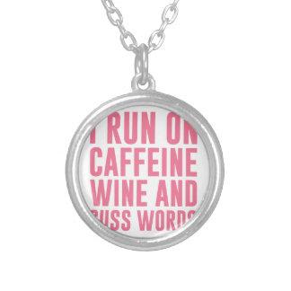 カフェインのワインは及び単語罵ります シルバープレートネックレス