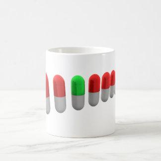 カプセルのマグの列 コーヒーマグカップ
