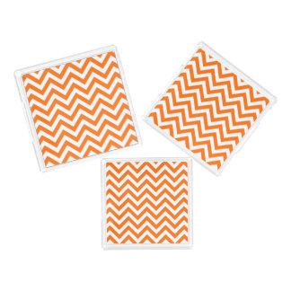 カボチャオレンジ、白く大きいシェブロンのジグザグパターン トレー