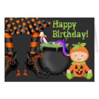 カボチャ衣裳のハロウィンの誕生日のかわいいベビー カード