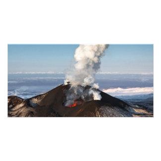 カムチャツカ半島の噴火のTolbachikの火山。 ロシア カード