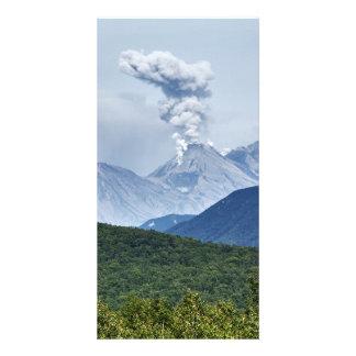 カムチャツカ半島の夏の噴火のZhupanovskyの火山 カード