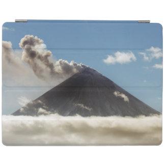 カムチャツカ半島の威厳のあるな活火山 iPad カバー
