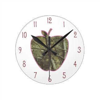 カムフラージュ + Appleのピンクの先生 ラウンド壁時計