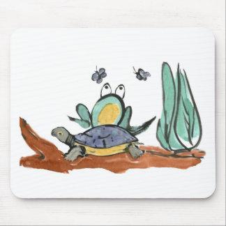 カメはカエルがぶんぶんうなる昆虫に近い方にあるのを救済します マウスパッド