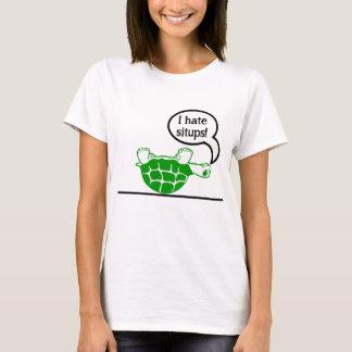 カメは腹筋運動を憎みます Tシャツ