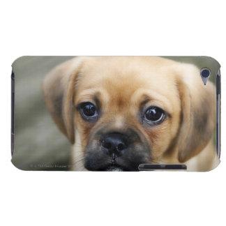 カメラを見ているPugalierの子犬 Case-Mate iPod Touch ケース