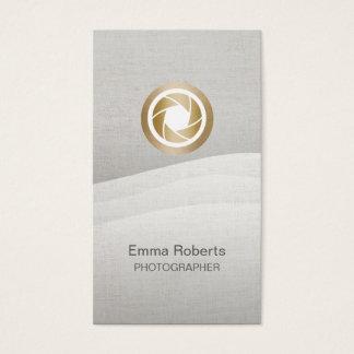 カメラマンのモダンな金ゴールドシャッターロゴの禅の流れ 名刺