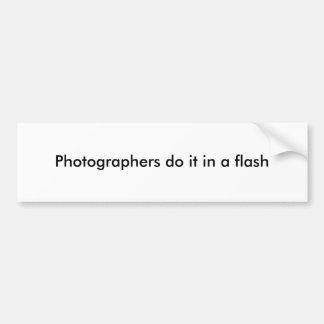 カメラマンはそれをすぐにします バンパーステッカー