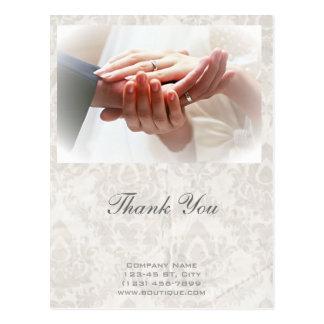 カメラマンを結婚する手を握るエレガントなカップル ポストカード