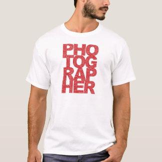 カメラマン-赤い文字 Tシャツ