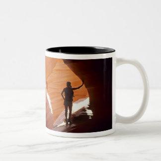 カモシカのコルクせん抜きセクションのハイキング ツートーンマグカップ